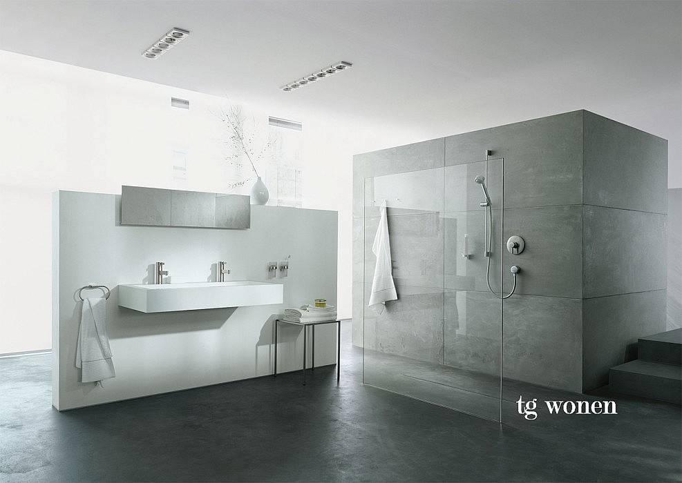 Badkamer betoncire tegels grijs tgwonen for Wandtegels badkamer