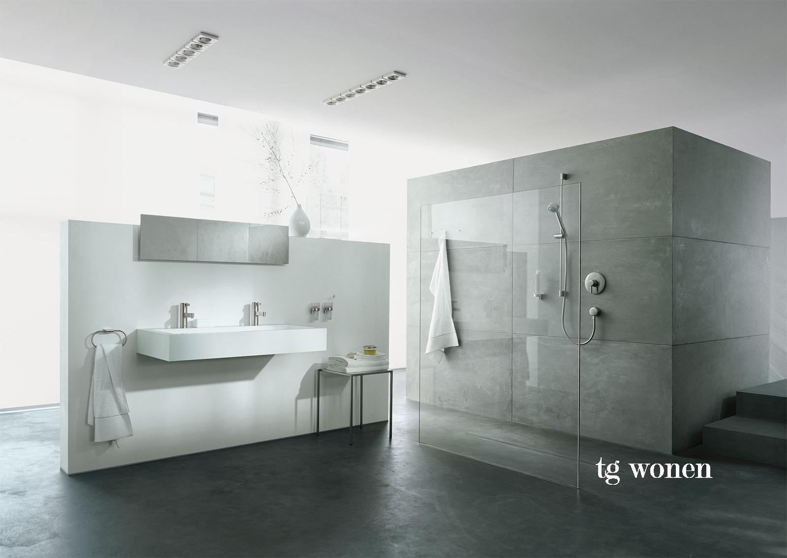Badkamer betoncire tegels grijs tgwonen for Badkamer artikelen