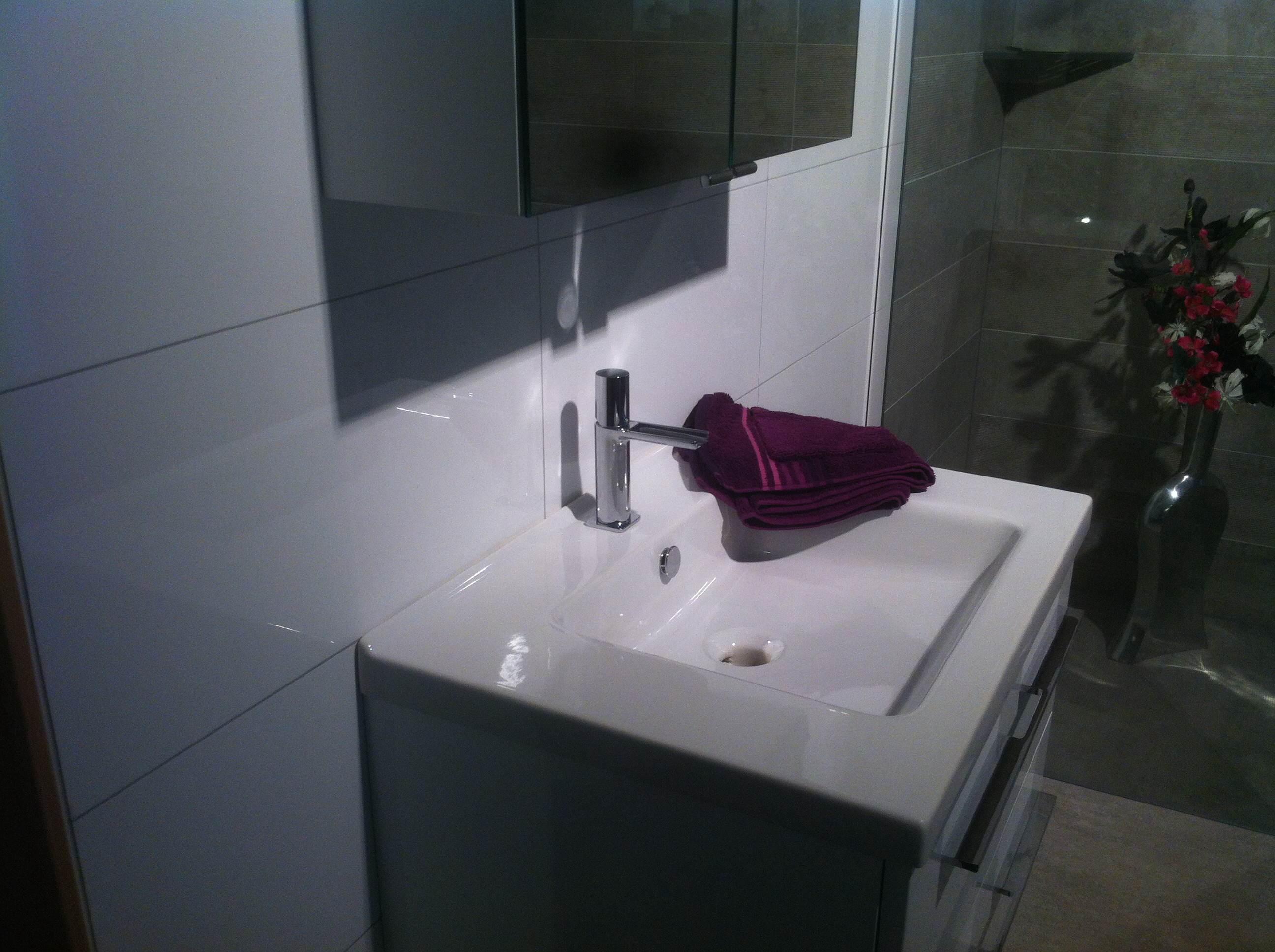 Wandtegel glans wit 30x60 gerectificeerd met Manhattan voeg badkamer