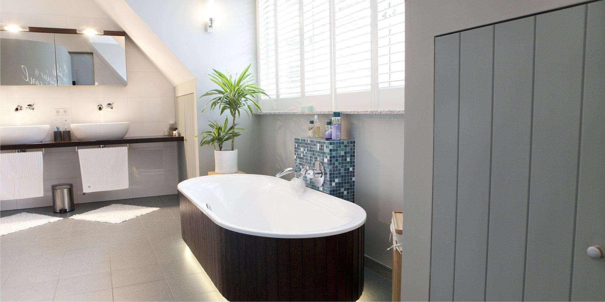 Gele voegen badkamer schoonmaken - THOMAS GASPERSZ