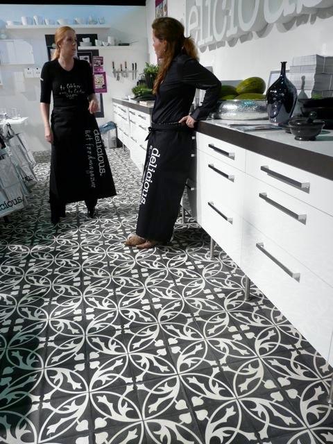 Keuken keukenvloer zwart - Tegelvloer patroon ...