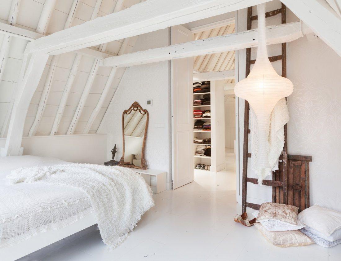 http://thomas.gaspersz.nl/wp-content/uploads/2015/12/Gietvloer-in-slaapkamer.jpg