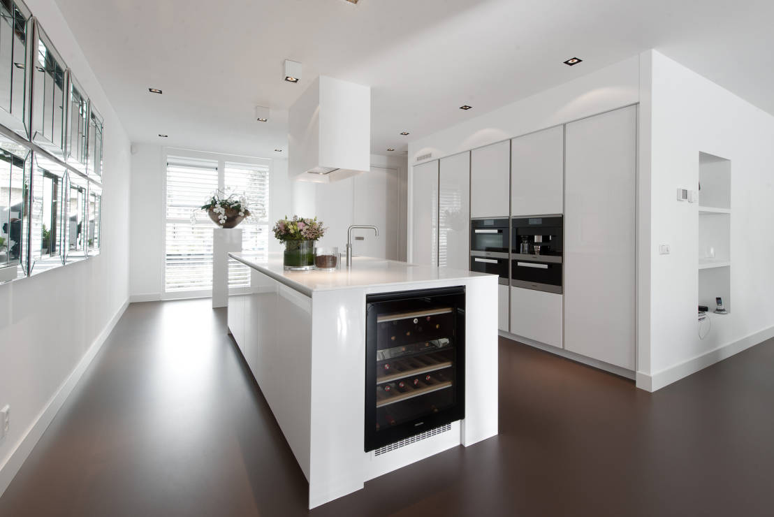 Witte Keuken Houten Vloer : Welke kleur vloer bij witte hoogglans keuken – TG WONEN Woonmagazine