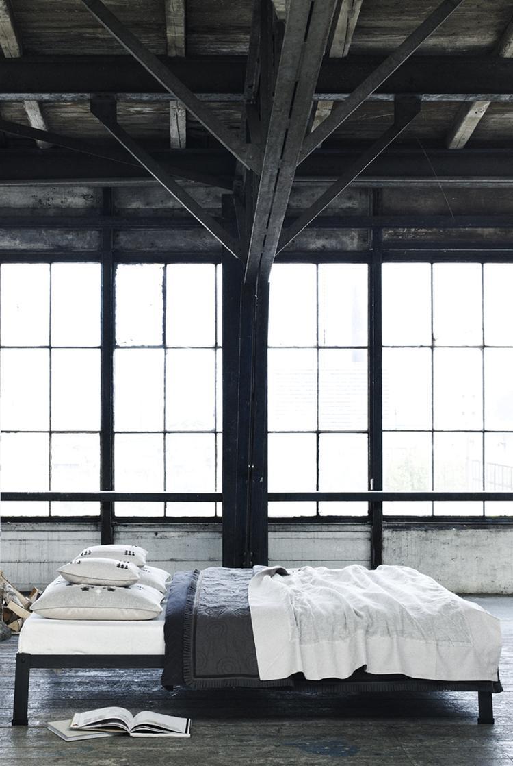 Donker plafond woonkamer