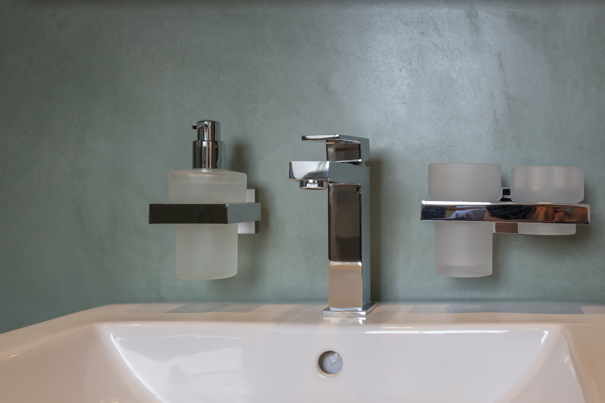 Alternatief voor tegels badkamer tgwonen for Badkamer artikelen