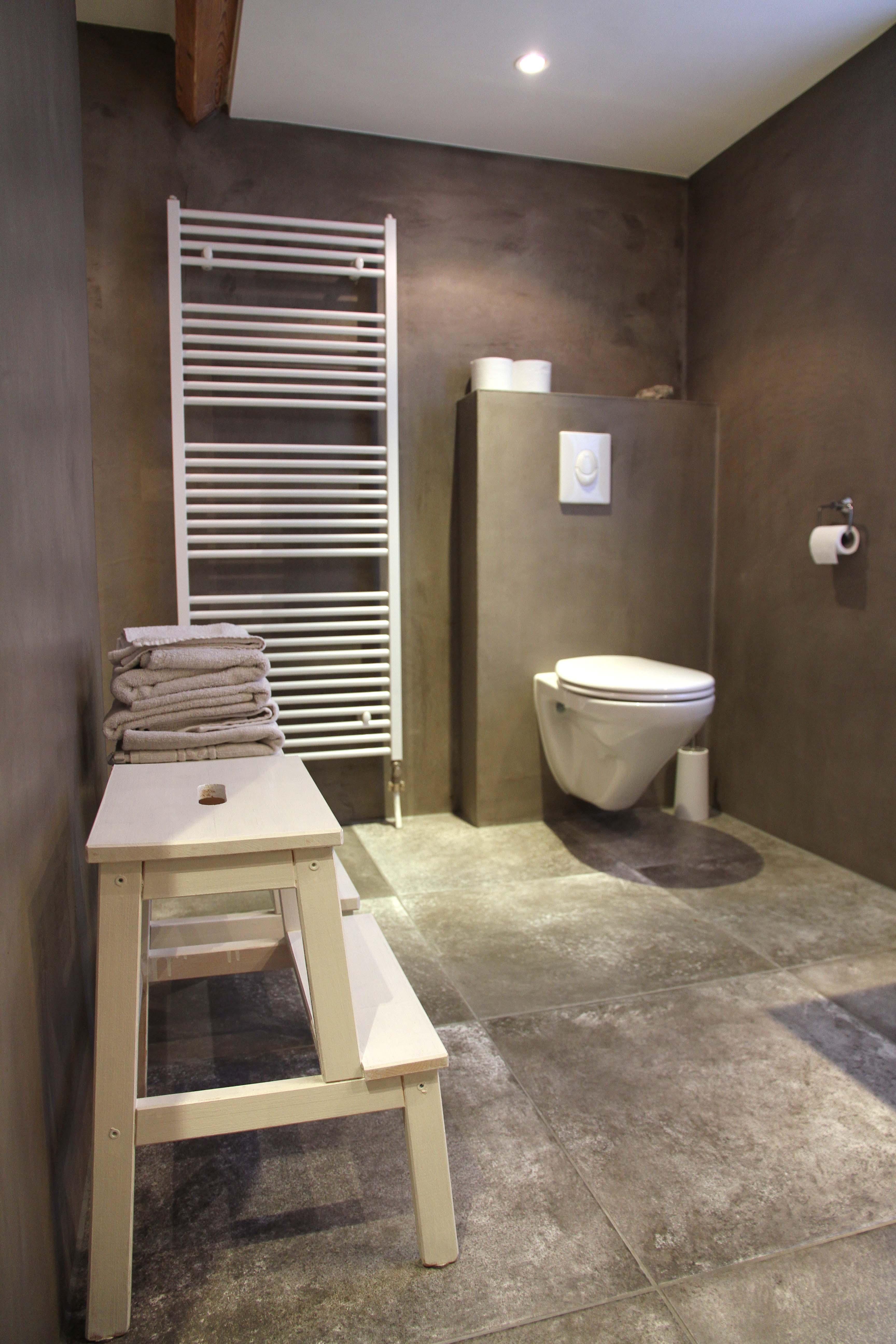 Alternatief voor tegels badkamer tgwonen for Badkamer tegels