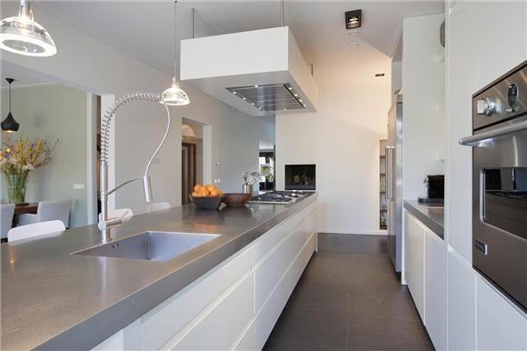 Visgraat Vloer Keuken : Gietvloer strakke vloer in woonkamer en badkamer alle voor en