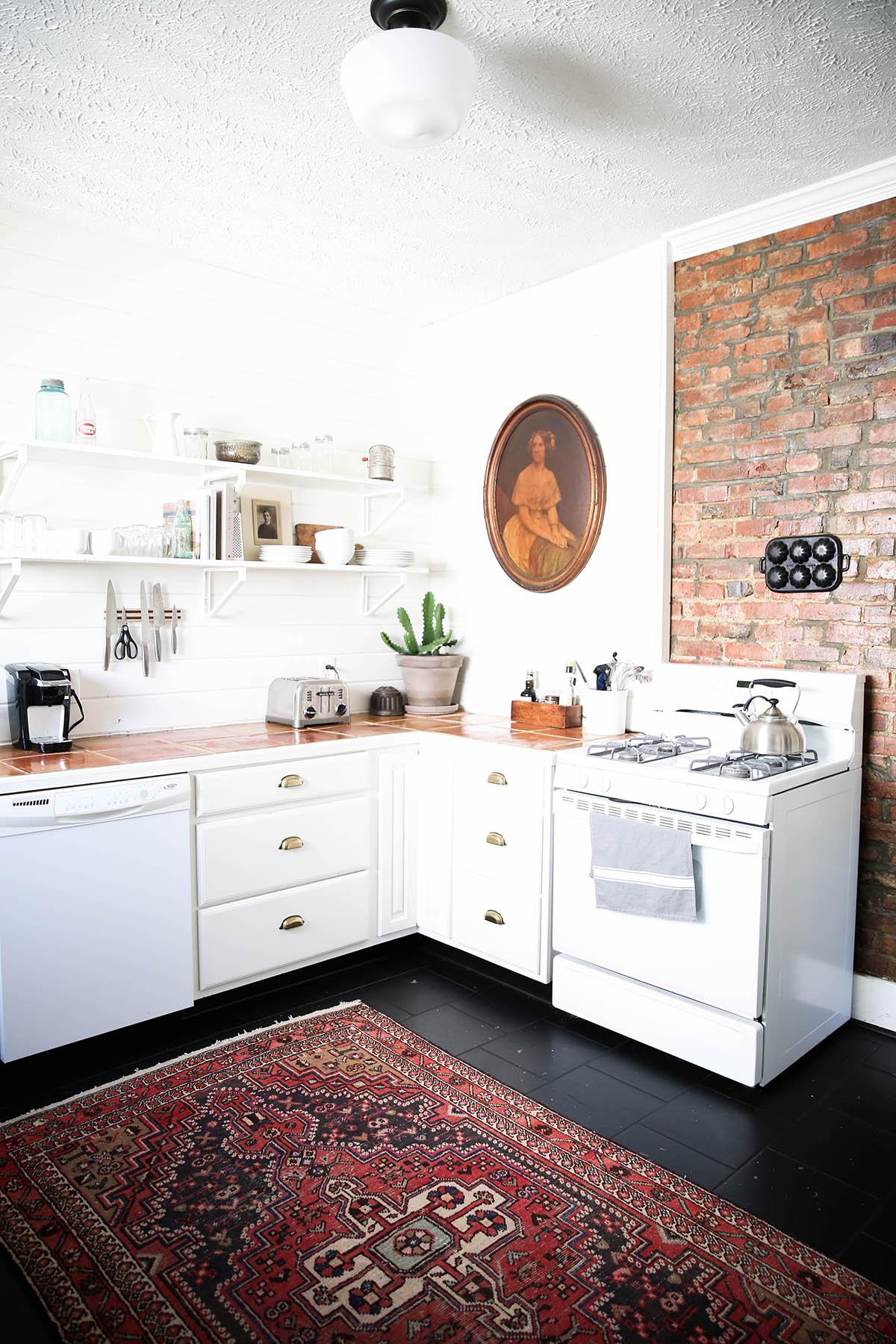 Zwarte vloer welke kleur meubels tg wonen woonmagazine - Welke kleur in een keuken ...