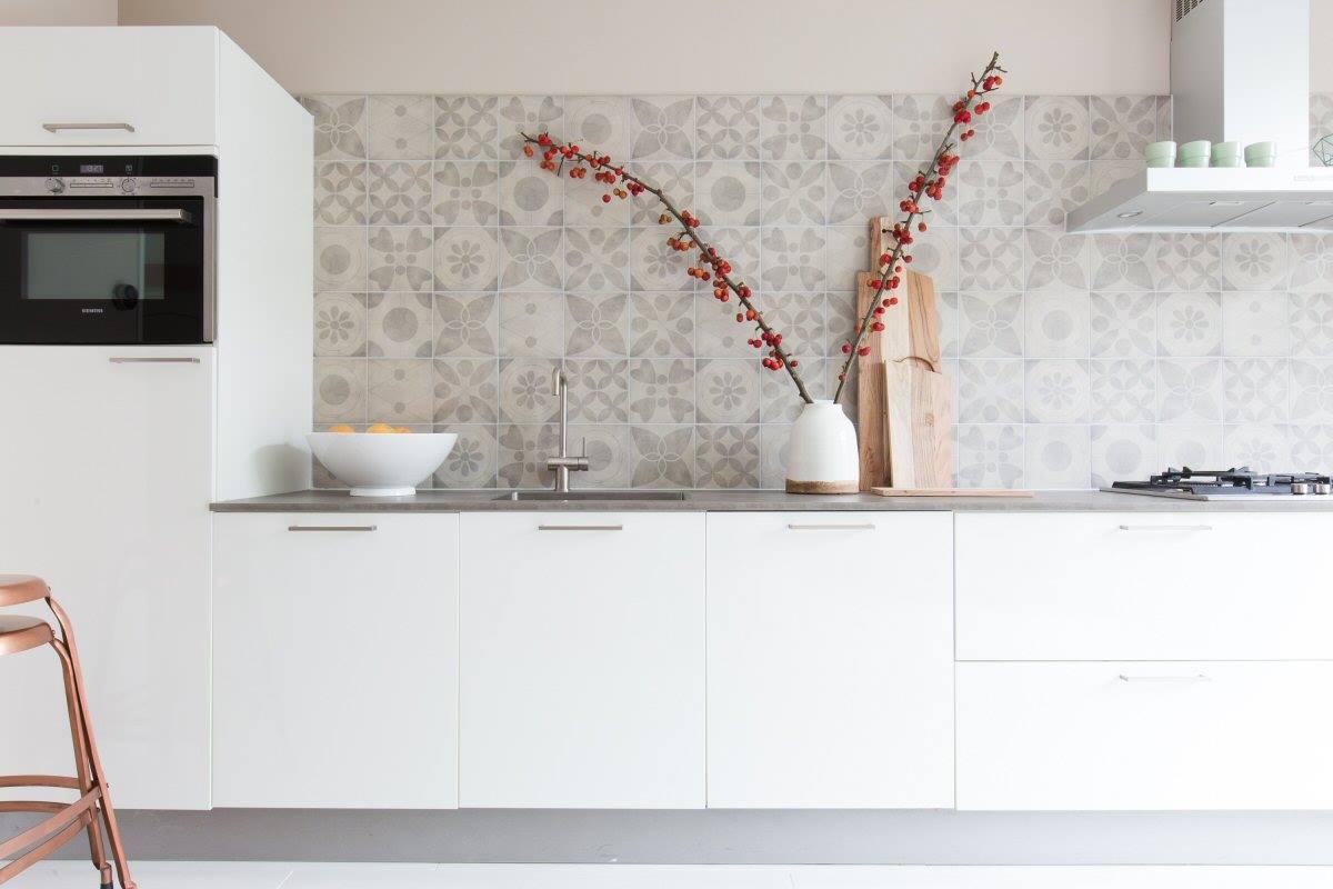 lichte-patroontegels-keuken-grijs-beige