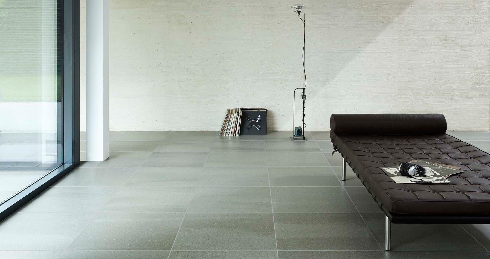 Woonkamer vloer met lichtere voegen