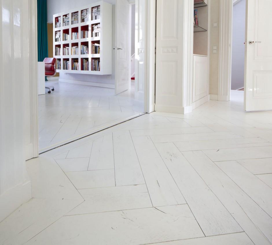 Witte houten vloer woonkamer