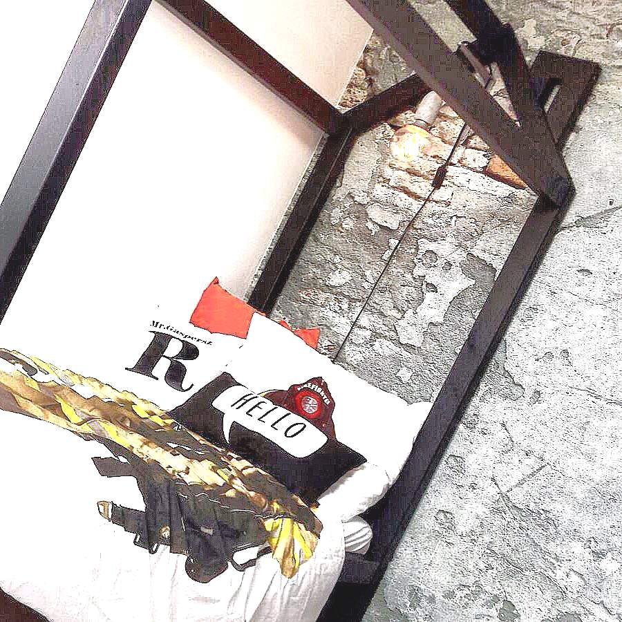 tg wonen bed houten huisje zwart