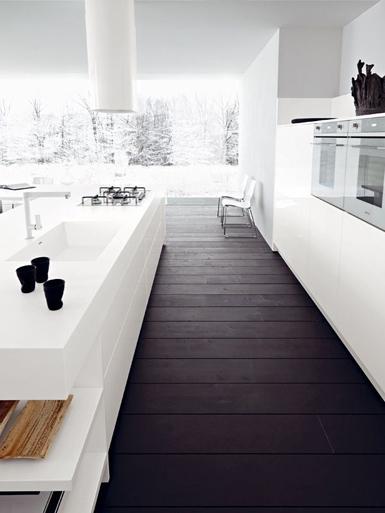 Donkere vloer witte keuken strak