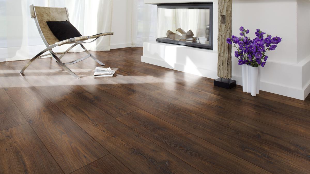 Zelf een vloer leggen kastanje bruin woonkamer