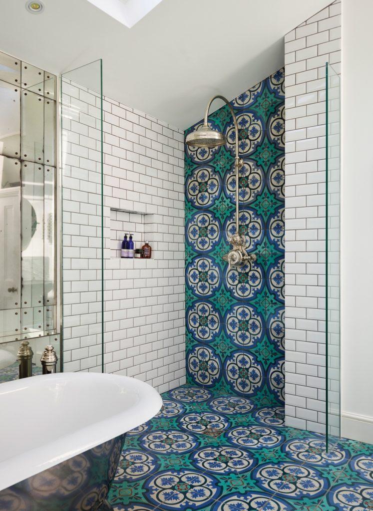 Portugese Tegels Vloer Badkamer en Douche Achterwand